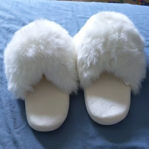 Fuzzy White Slippers NWOT